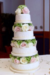 how to attach flowers to your wedding cake